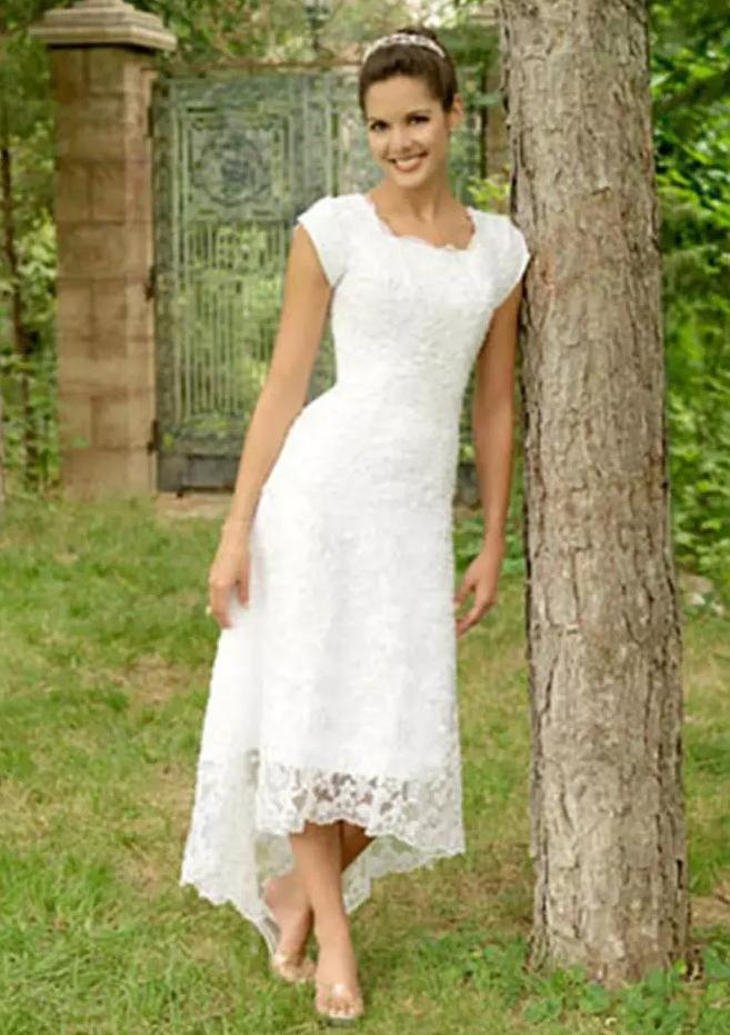 A Lineprincess Scalloped Neck Sleeveless Asymmetrical Lace Wedding Dress
